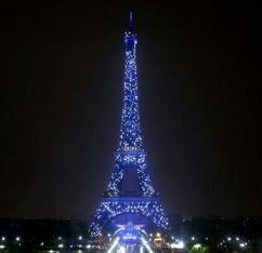 La Torre Eiffel in blu