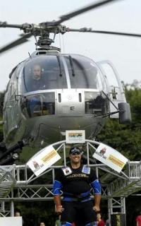 Sollevamento di elicotteri...