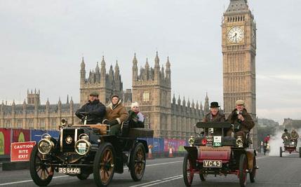 Auto storiche sotto il Big Ben